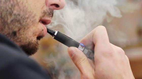 """Sigarette elettroniche, sale a cinque il bilancio delle vittime della sindrome da """"svapo"""" negli Usa"""