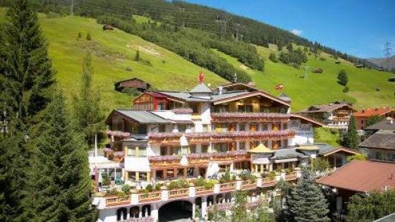 """Austria, proprietario hotel denuncia turista per le sue recensioni online: """"Il ritratto del nonno nazi all'ingresso"""""""