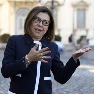 Governo, insulti sessisti anche alla ministra De Micheli
