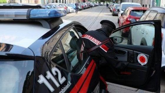 Tenta uccidere uomo con accetta dopo una lite: arrestato nel Milanese