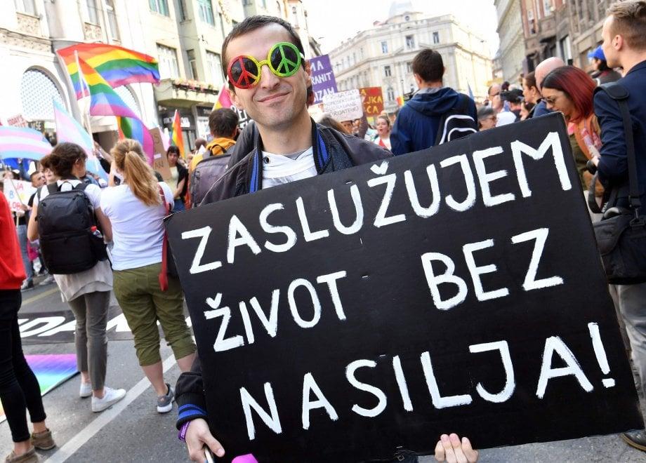 Sarajevo, in migliaia al primo Gay Pride della Bosnia-Erzegovina