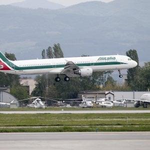 Alitalia-Atlantia, dossier caldi. Patuanelli sulla compagnia: Cerchiamo di mantenere i tempi