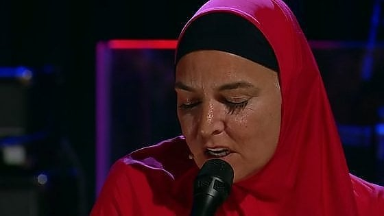 Sinéad O'Connor, il ritorno in tv con l'hijab