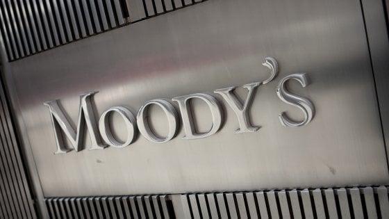 Moody's sull'Italia: Improbabile scenda il debito. Lo spread risale, Borse incerte