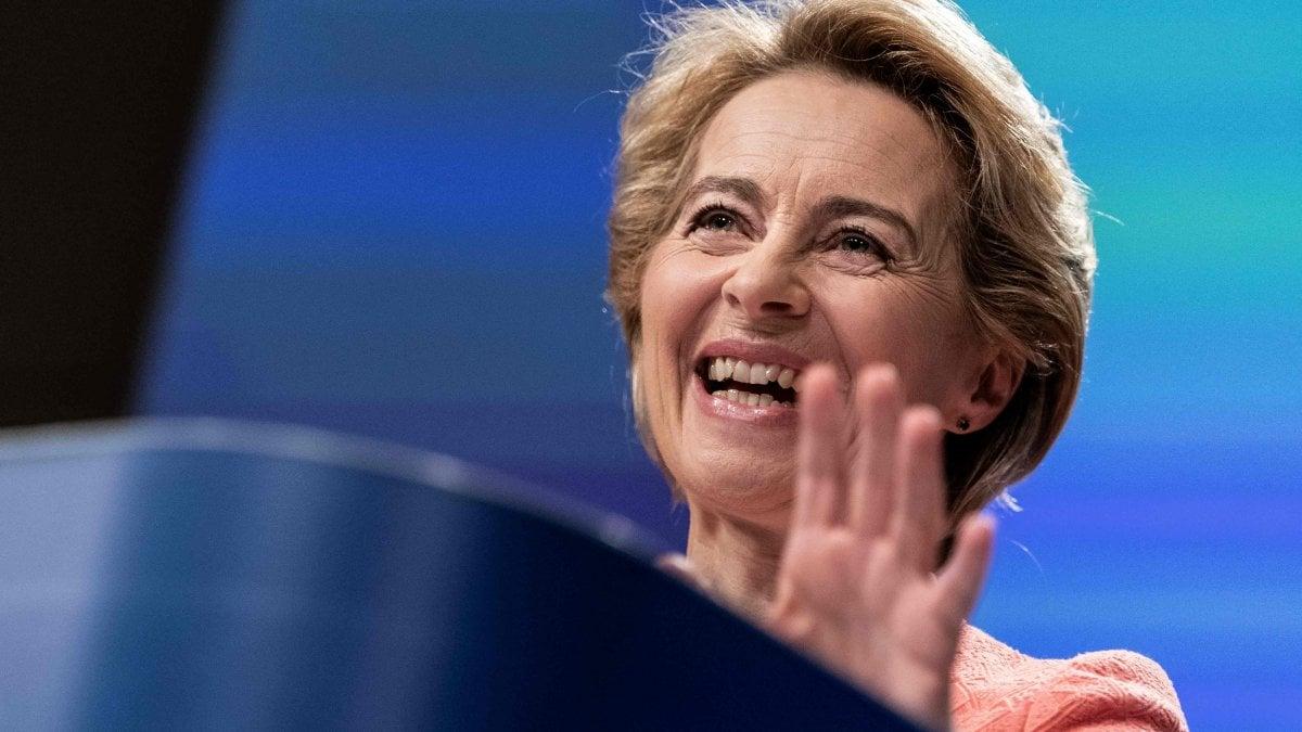 """Ue, Von der Leyen: """"Commissione forte e diversa come l'Europa"""".  Gentiloni agli Affari Economici"""