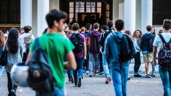 Ocse, in dieci anni la scuola italiana perde un milione di studenti