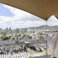 Il Papa sul volo di ritorno dall'Africa: