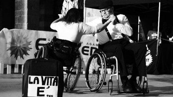 La danza è per tutti: a Monza un corso di ballo paralimpico per persone in carrozzina