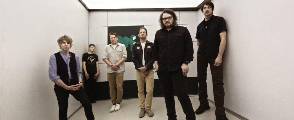 """Wilco, l'inno alla gioia di Jeff Tweedy: """"Dobbiamo combattere il peggio con la bellezza"""""""