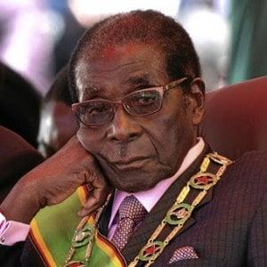 Dopo la morte di Mugabe, eroe o dittatore? Le diverse lettura della biografia di un despota