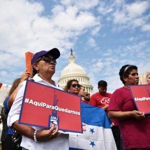 """Migranti, la Corte suprema dà ragione a Trump: """"Sì a limiti ad asilo"""""""