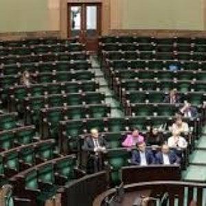 Polonia, Parlamento sospeso. Protesta l'opposizione