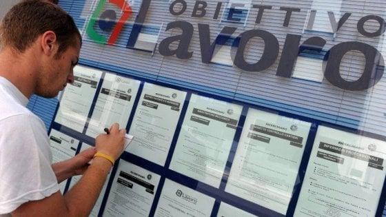 La disoccupazione scende al 9,9%, ma gli italiani lavorano meno ore