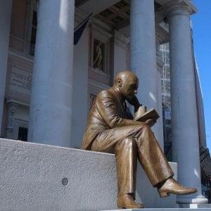 Inaugurata la statua di D'annunzio a Trieste, la Croazia protesta