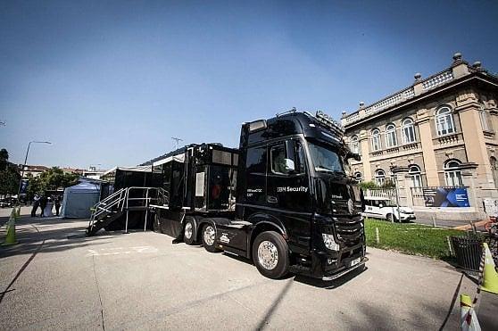 A bordo del camion hi-tech che ci difenderà dagli attacchi informatici