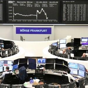 Bce-commercio, listini ancora positivi. Lo spread scende ancora a 133