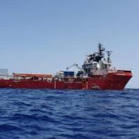 Ocean Viking, l'Italia assegna Lampedusa: 82 migranti divisi in cinque Paesi