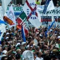 """Lega, al via il raduno di Pontida. Insulti al congresso dei giovani, """"Mattarella fa..."""