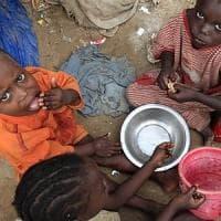 Mozambico, manca cibo per quasi 1 milione di persone e ci si alimenta con piante selvatiche