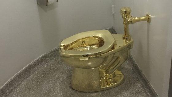 Inghilterra, rubato il water d'oro di Maurizio Cattelan