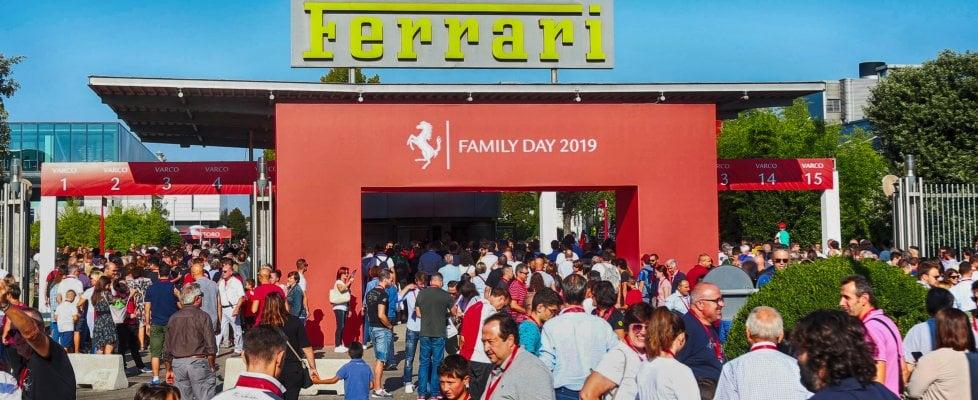 La famiglia Ferrari a raccolta: che festa per i dipendenti