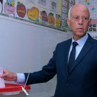 Elezioni presidenziali Tunisia, avanti Saied, secondo Karoui
