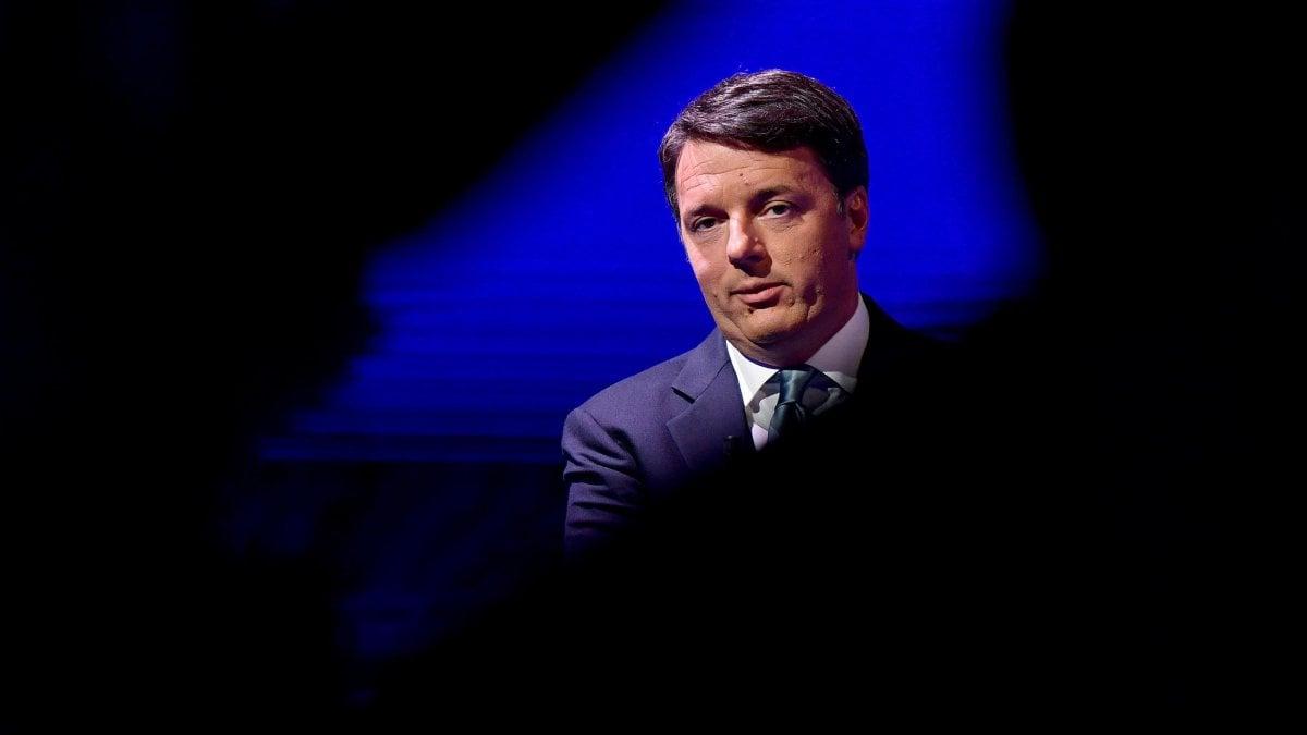 Renzi telefona a Conte e annuncia l'addio al Pd