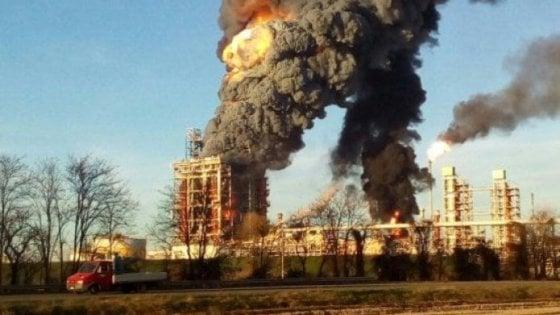 Pavia, esplosione alla raffineria Eni di Sannazzaro de' Burgondi