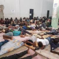 "Migranti, il tweet di Alarm Phone: ""La guardia costiera salva 90 persone"""