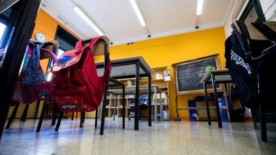 """Scuola, trasferimenti di 10mila docenti lontano da casa. Il Tar: """"L'algoritmo impazzito fu contro la Costituzione"""""""