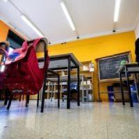 """Scuola, trasferimenti di 10mila docenti lontano da casa. Il Tar: """"L'algoritmo impazzito..."""