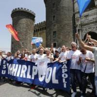 """Whirlpool avvia la cessione di Napoli, la Fiom: """"E' un'offesa"""". Mise: """"Decisione grave"""""""