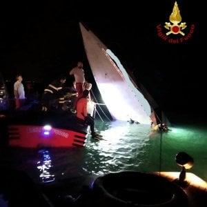 Venezia, barca contro la diga di San Nicolò: tre morti e un