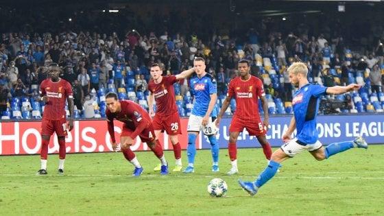 Champions, Napoli-Liverpool 2-0: Mertens e Llorente piegano i campioni d'Europa