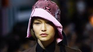A passo di Prada: la Milano Fashion Week entra nel vivo
