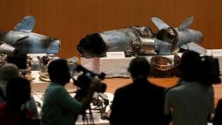 """L'Arabia Saudita mostra droni dell'attacco ai pozzi petrolio: """"Sono iraniani"""" Foto"""