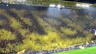 Coreografia mai vista del Borussia: l'effetto 3D è impressionante