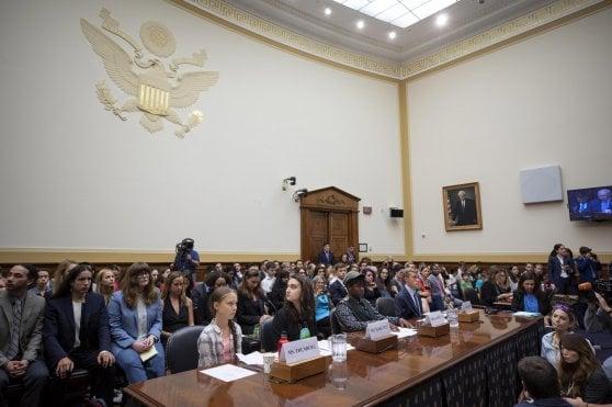 """Greta Thunberg al Congresso Usa: """"Politici non fate abbastanza"""". Trump revoca limiti su emissioni in California"""