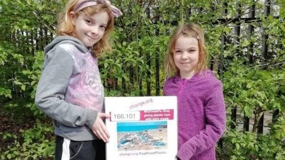 Regno Unito, due sorelline sconfiggono Burger King: la catena non regalerà più giocattoli di plastica ai bambini