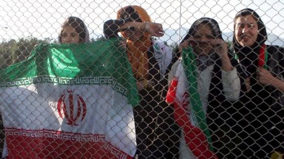 Iran, svolta storica: le donne potranno andare allo stadio dopo 40 anni