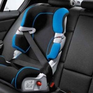 Bambino dimenticato in auto: la legge sul sistema antiabband