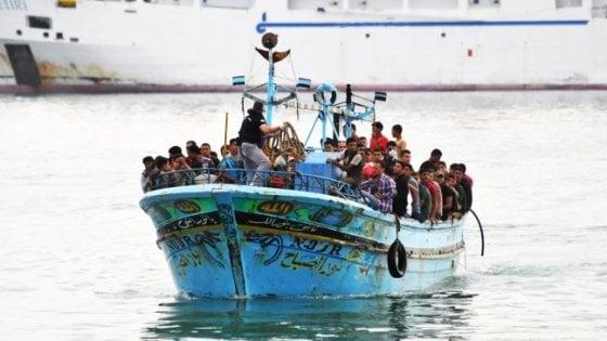 Migranti, l'allarme sui mini sbarchi autonomi