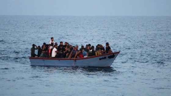 La Tunisia blocca cinque barchini con migranti subsahariani: