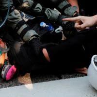 Hong Kong, 16esima settimana di protesta: scontri tra polizia e manifestanti