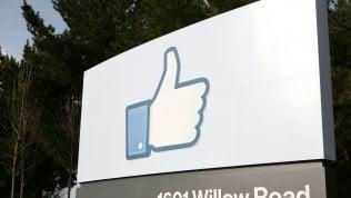 """Facebook: """"Migliaia di app sospese per la privacy"""""""