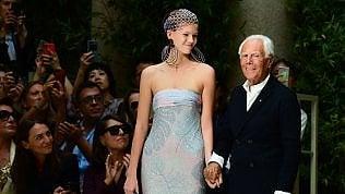 Le forme evaporano, i colori sfumano: la donna di Giorgio Armani è un capolavoro