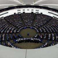 Il comunismo come il nazismo: lite a sinistra sulla risoluzione votata dal Parlamento...