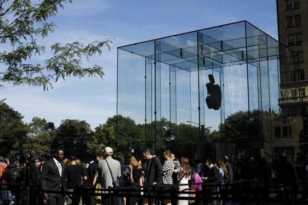 Apple riapre il ' ' cubo' '  |  lo store della Fifth Avenue