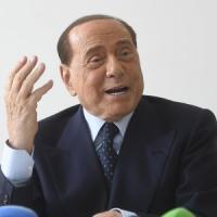 """Berlusconi, messaggio a Salvini: """"La sua Opa su Fi è fallita"""". E su Renzi: """"Chi va con..."""