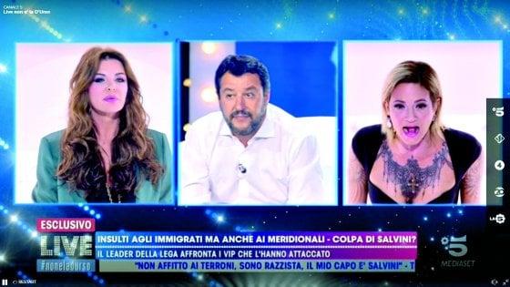 Asia Argento in tv da Barbara D'Urso: dopo gli insulti scatta un selfie con Matteo Salvini